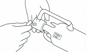 Подключение шлангов охлаждения лазерной трубки LASEA